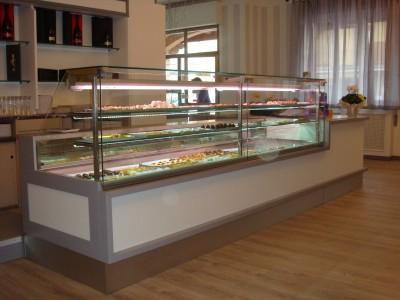 Arredamento pasticceria a brescia linea arredo for Arredamento negozi brescia